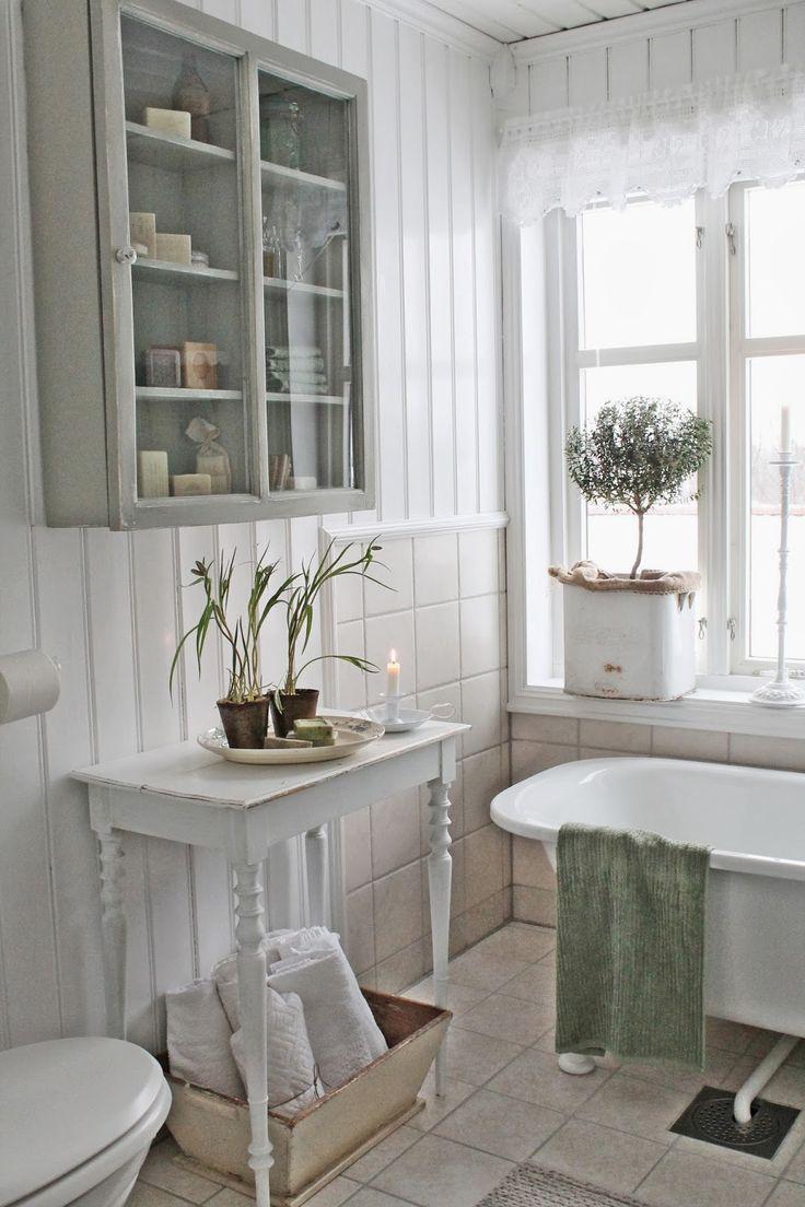 Un bagno romantico in perfetto stile shabby chic - Shabby chic interiors bagno ...