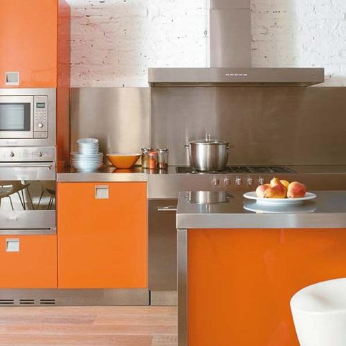 Arancione in cucina. Arredare con il colore del Sole!