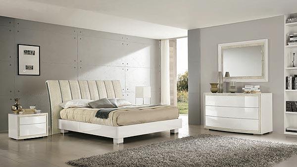Puro ed essenziale arredare la camera da letto con il bianco for Colore pareti camera da letto mobili bianchi